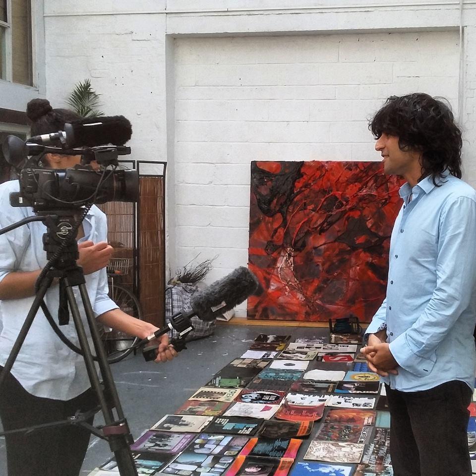 Paikallista aktivistia ja taiteilijaa Nima Trenchia haastateltiin ITV News - uutisiin 21. elokuuta.