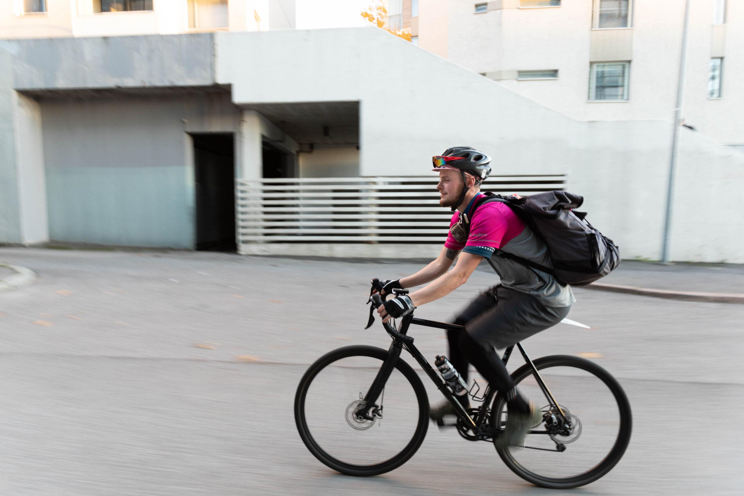 """""""Hämeentie on varmaan yksi Helsingin pahimpia pyöräilykatuja. Vaikka normaalisti yritän vältellä sillä ajamista, niin usein sitä joutuu kuitenkin käyttämään aikapulan takia."""""""