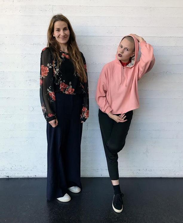 Ilmastokirkon perustajajäsenet Laura Halonen ja Ronja Louhivuori. KUVA: Katri Naukkarinen