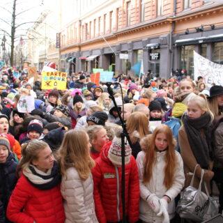Kun koulu kannustaa mielenosoituksiin