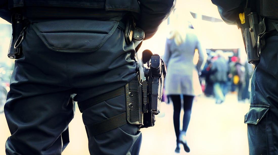 Poliisi on ystävä aina silloin kun poliisi ei ole ystävä.