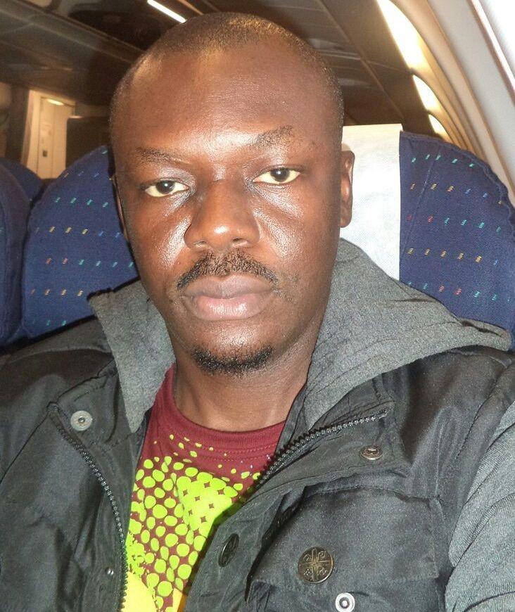 Tekstin kirjoittaja Philip Jakpor on toimittaja ja aktivisti Nigerian väkirikkaimmasta kaupungista, Lagosista. Työssään Philip on muun muassa kouluttanut satoja nigerialaisia toimittajia kirjoittamaan ilmastoaiheista asiantuntevasti ja ymmärrettävästi.