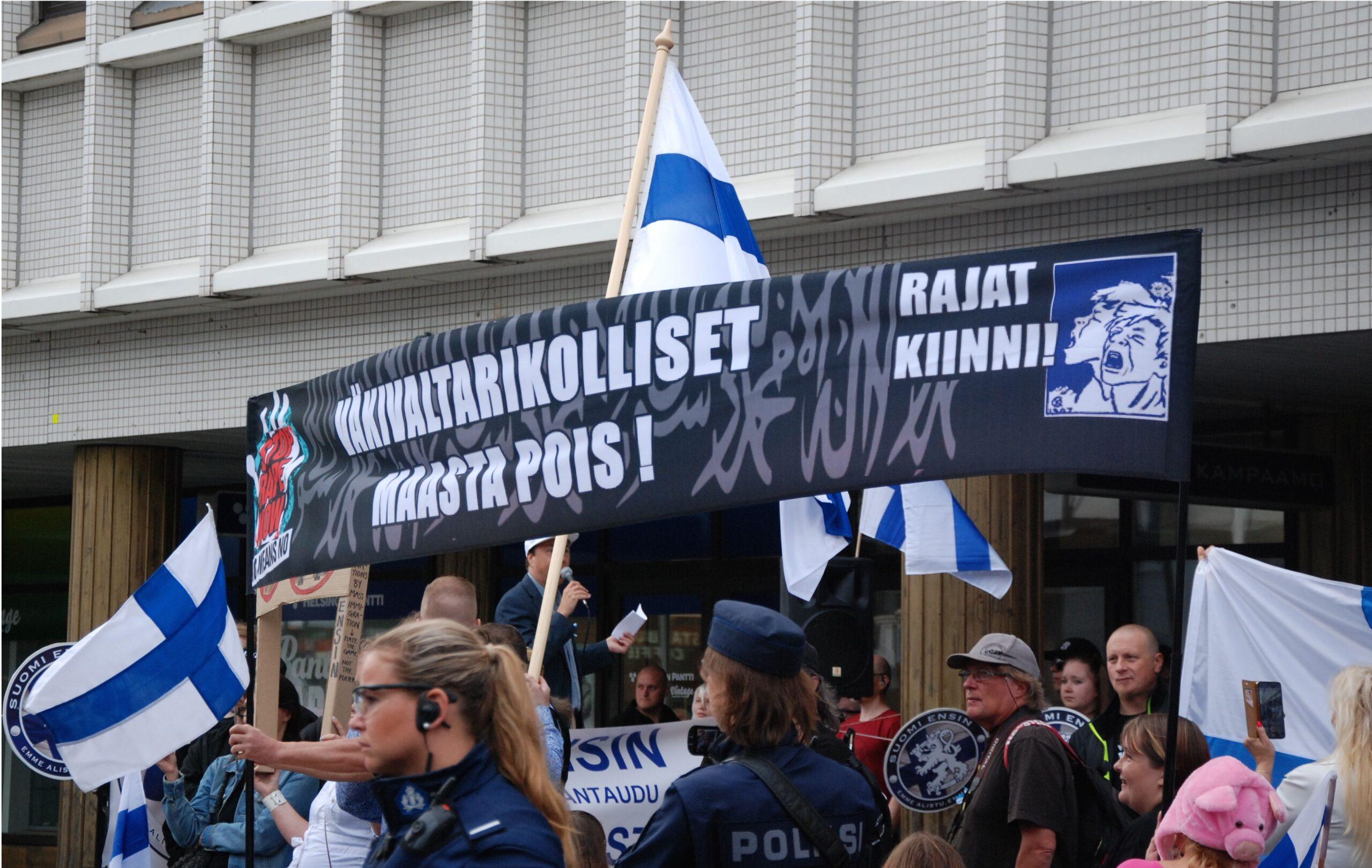 Mikäli puoluerekisteriin pyrkivä Rajat Kiinni! -ryhmä saa jytkyn ja pääsee valtaa, niin saamme jännittää mihin he lähettävät verrattoman monista väkivaltarikoksista tuomitut Soldiers of Odin -soturit.