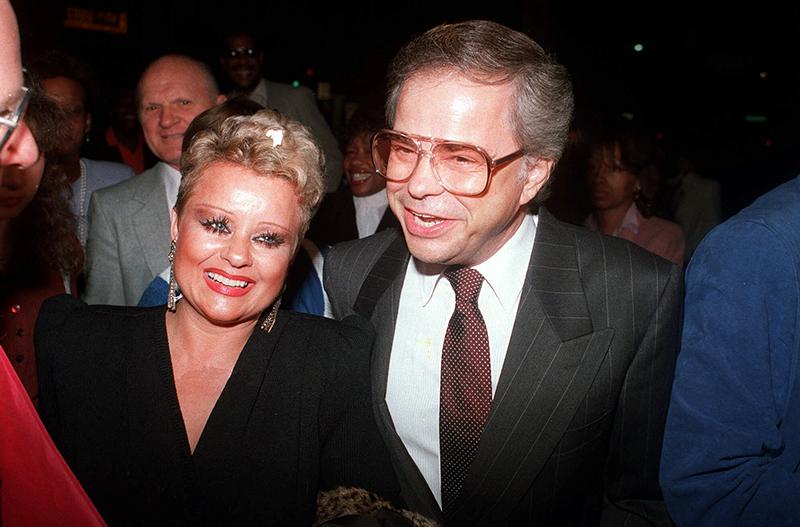 Vuonna 1987 kaikki oli vielä kunnollista ja kimaltelevaa. Kuvassa Bakkerin saapuvat The Gospel Truth -esitykseen.