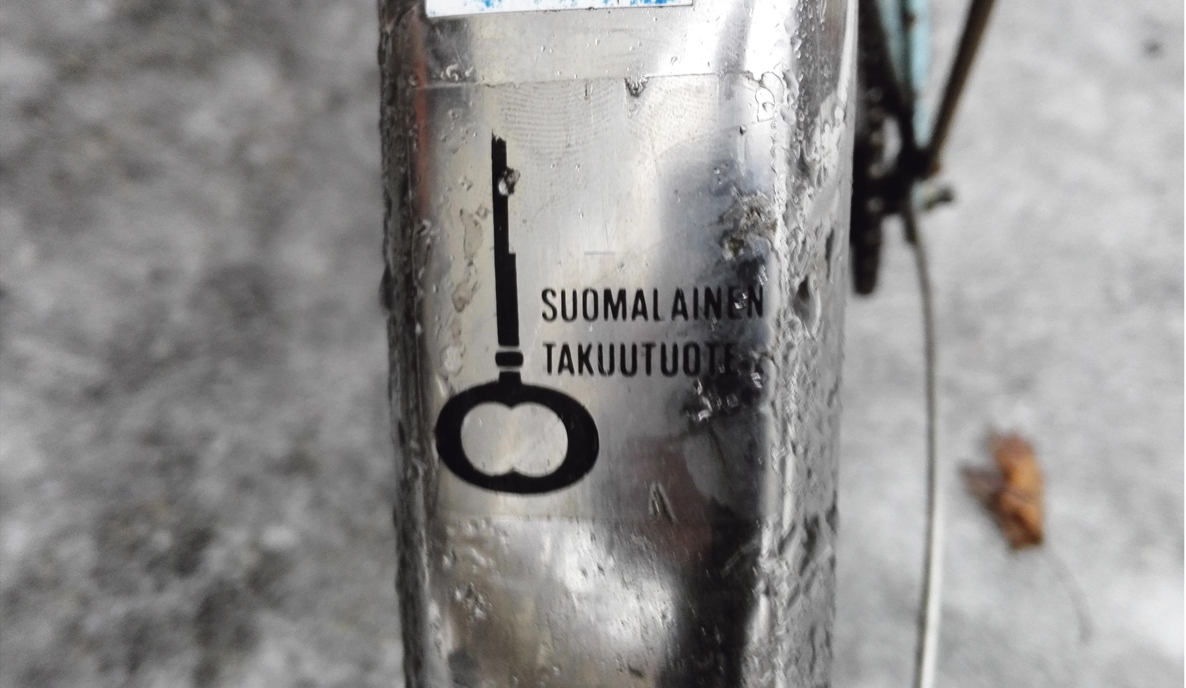 Ville Vuorenmaan Tehty jossakin -teos herättää pohtimaan, että missä ja mistä on Suomi rakennettu.