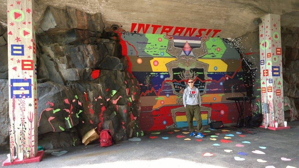 Granlund maalasi Helsingin keskustan halkaisevan Baanan sillanaluseen LGBT-teemaisen teoksen vuoden 2015 Pride-viikon aikana. Granlund pitää maalausprosessiaan performanssina ja sellaiseksi avajaisetkin muodostuivat – sillan alla oli asiaan kuuluva juomatarjoilu ja live-musiikkia.