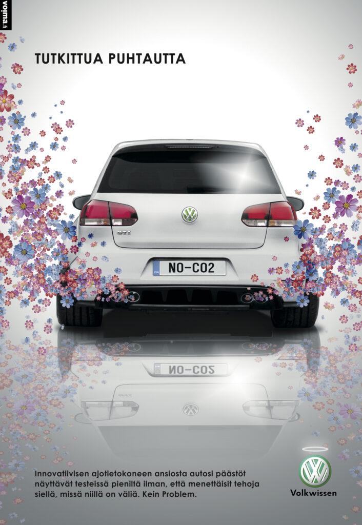 Liian hyvä ollakseen totta? Vuonna 2015 Yhdysvaltain ympäristönsuojeluvirasto EPA paljasti ennennäkemättömän röyhkeän huijauksen. Volkswagenien ajotietokoneet oli ohjelmoitu tunnistamaan päästömittaukset ja pudottamaan testien aikana moottorin tehoja ja sitä myötä myös päästöjä. Testeissä huijaavia autoja ehdittiin myydä 11 miljoonaa kappaletta. Seurasi melkoinen skandaali ja Volkkarin maine ryvettyi. Vai ryvettyikö? Volkswagenin brändi on rakentunut vuosikymmenten mittaan ja se on eittämättä yksi maailman arvostetuimmista ja luotetuimmista automerkeistä. Vuonna 2017 VW juhli nousuaan maailman suurimmaksi autovalmistajaksi – pikainen skandaali ei paljoa paina, kun kuluttajat valitsevat autoa itselleen. Skandaalin vähäiseen merkitykseen voi vaikuttaa myös se, että kyllähän me kuluttajat tiedämme, että autot saastuttavat eikä meille paljastunut skandaalin myötä oikeastaan mitään uutta tai yllättävää. Kykymme selittää ikävätkin asiat pois on niin hyvä, että moiset yksityiskohdat unohtuvat alta aikayksikön. Elämisvalheessa kelpaa elellä.