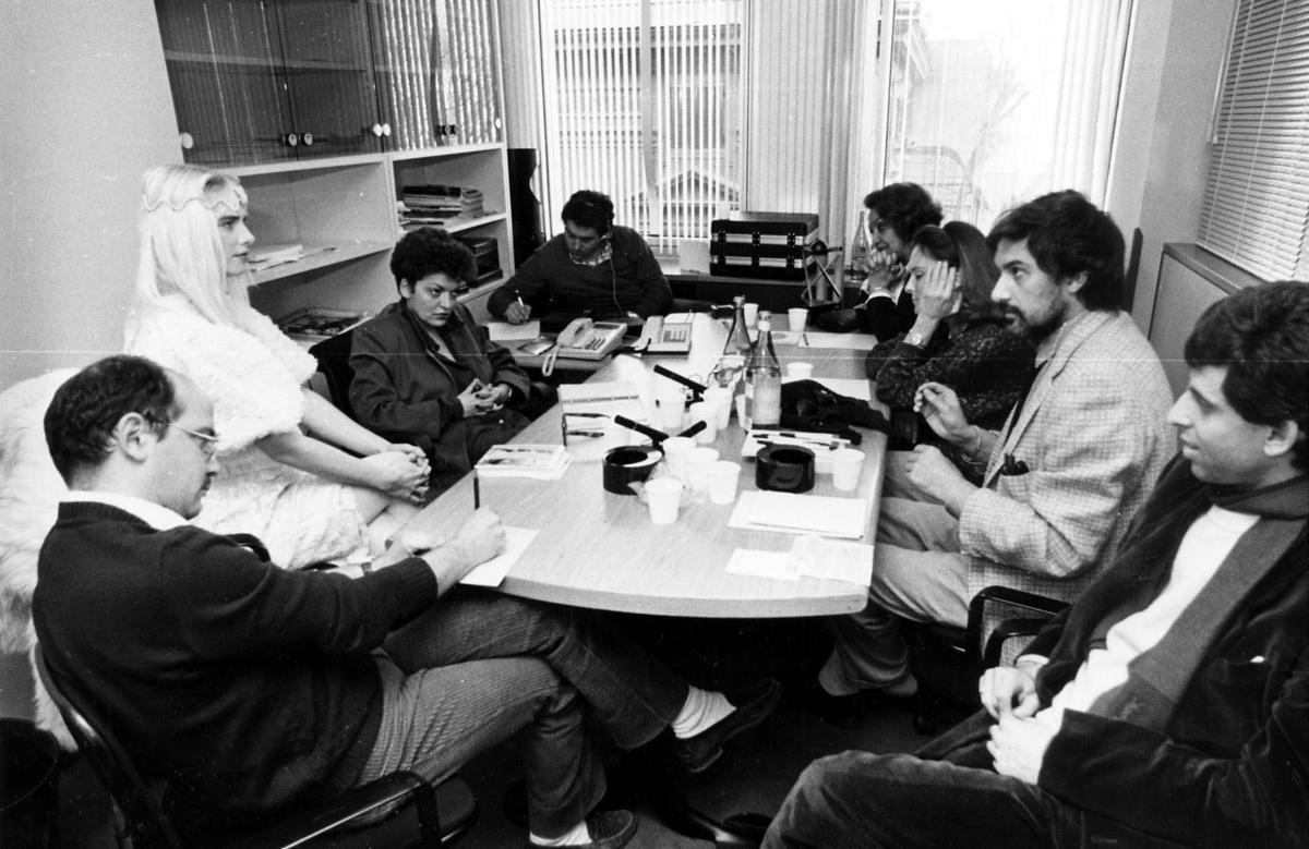 Kuva: ilona Staller ja radikaalifeministi Roberta Tatafiore Radikaalipuolue PR:n kokouksessa, 1987.