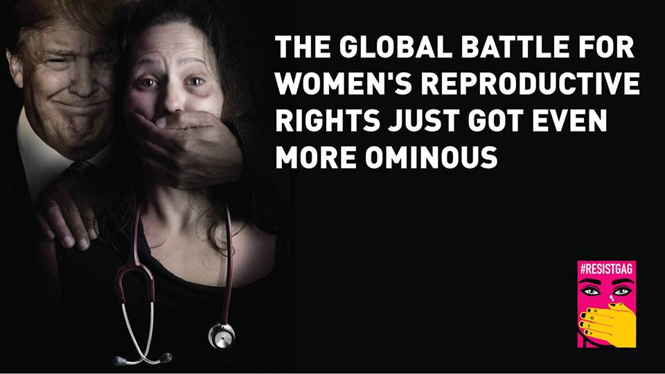 """""""Naisia kuolee joka päivä Global Gag Rulen seurauksena, kohta myös Yhdysvalloissa. Trumpin ajama aggressiivinen politiikka rajoittaa jatkuvasti naisten oikeuksia ja naisille suunnattuja elintärkeitä palveluja"""", sanoo Mari Tikkanen, #resistgag-mielenilmauksen järjestäjän, M4ID:n toimitusjohtaja ja yksi perustajista."""