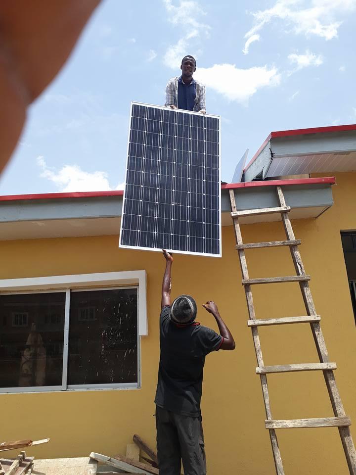Aurinkoenergian käyttö ei ole useimmille nigerialaisille yrityksille vielä tuttua, mutta sen käyttö herättää runsaasti kiinnostusta tietoisuuden kasvaessa.