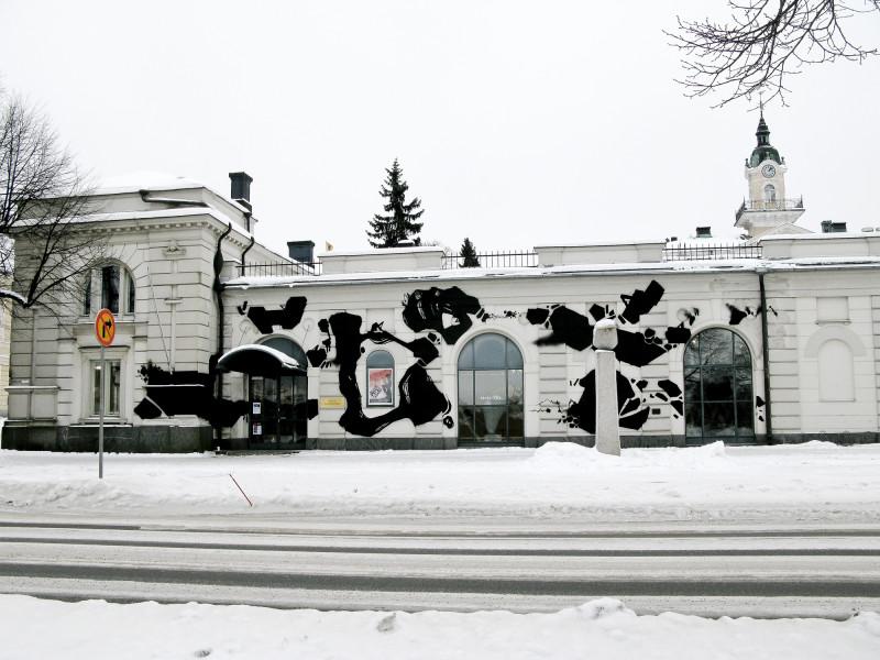 Vuonna 2012 Egs maalasi Porin taidemuseon julkisivun osana The New Generation -näyttelyä.