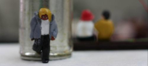 Oscar piilottelee mini-ihmisiä