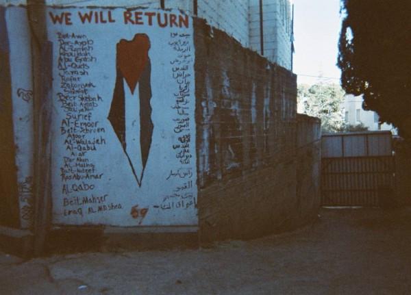 """""""Tähän on kirjoitettu niiden kylien nimet, jotka meiltä vietiin. Siellä on minun kotikyläni. En ole ikinä päässyt käymään siellä."""" (Yousef, 10)"""
