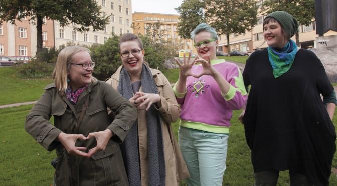 Feminististä sarjakuvatoimintaa. Reetta Laitinen,  Hanna-Pirita Lehkonen, Apila Pepita Miettinen ja Aino Sutinen muuttavat normeja piirtämällä.