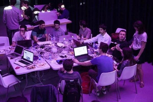 Podemoksen vaalivalvojaissa Goyan teatterilla Podemoksella oli omat oma erillinen some-tiili, joka seurasi vaalien kommentointia sosiaalisessa mediassa ja päivitti jatkuvasti puolueen virallisia some-tilejä.