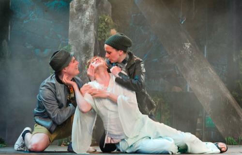 Ryhmäteatterin Shakespeare-sovitus on mainio queer- ja luokkasatiiri