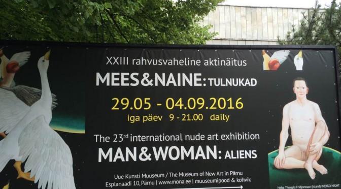 Alastomia miehiä, naisia ja avaruusolioita Pärnussa.