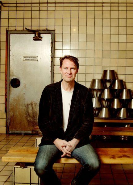 Luke Harding Helsingissä Arlan saunassa. Kuva: Nauska