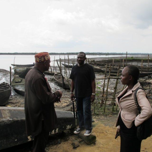 Kun Voiman t-paita pääsyn öljyn äärelle avasi. Nigerian öljyreportaasin taustaa.