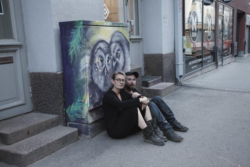 Isabelle Frémeaux ja John Jordan Helsingin Myymälä2-galleriassa pidetyn luennon jälkeen.