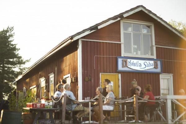 Kokkolan Ykspihlajassa sijaitseva Kahvila Saha on eloisa kohtaamis- ja kulttuuripaikka, johon tullaan vierailemaan kauempaakin.
