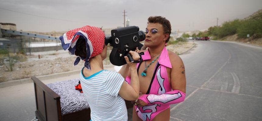 Saúl Armendáriz on meksikolainen luchador, ammattipainija, joka kieltäytyy olemasta perinteen mukaan kehän pelle. Ranskalaisohjaajan Marie Losierin dokumentti Cassandron the Exotico! kertoo Armendárizin tarinan.