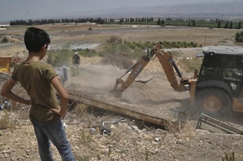 Palestiinalaisten tila hupenee vesipisara kerrallaan