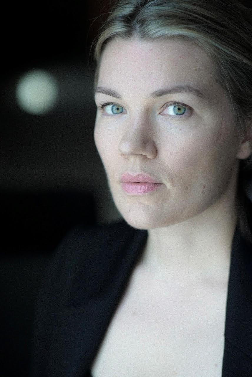 Emma-Tammi---Headshot
