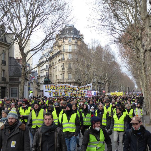 Kansa vastaan poliisi, hallinto ja Macron