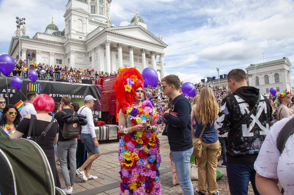 Pride lähti liikkeelle Senaatintorilta.