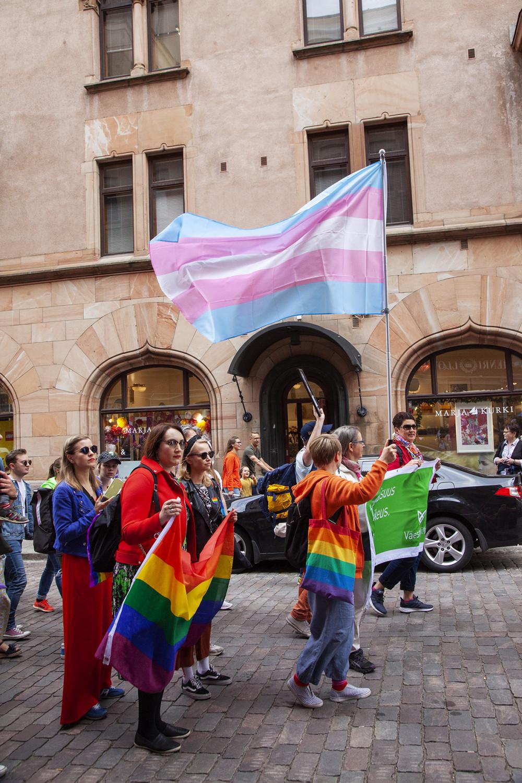 Lippu edustaa transsukupuolisuutta.