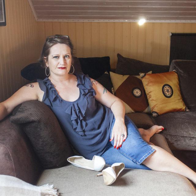 """""""Runkkaa mua, kun en itse pysty"""" - seksityöntekijä Tiia Forsströmin asiakkaana käyvät myös vammaiset"""