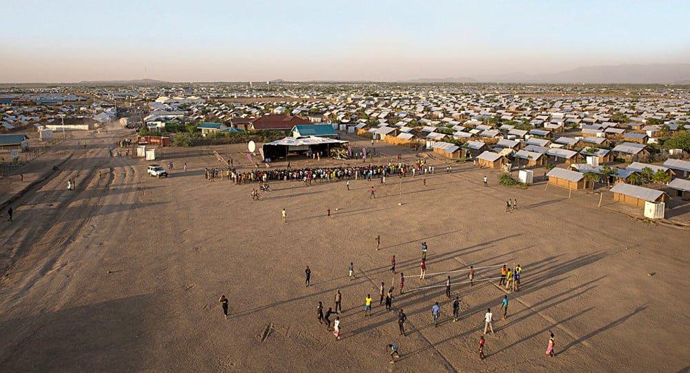 Kenialaisen pakolaisleirin sanomalehti haaveilee tavoittavansa tulevaisuudessa maailman pakolaiset