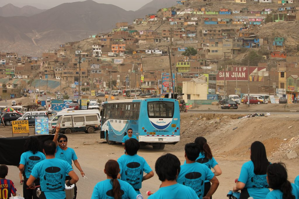 Peru Carabayllon lähiö ja taideaktivismi.