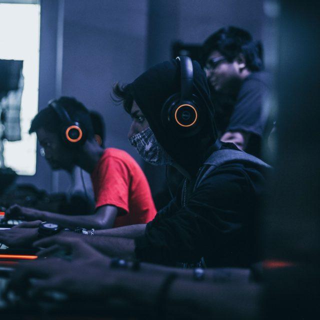 Selvitys: Nuoret kohtaavat lähes poikkeuksetta vihapuhetta ja syrjintää tietokonepelejä pelatessaan