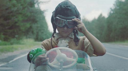 Näkemiin Neuvostoliitto -elokuvassa kuvataan ohjaaja Lauri Randlan lapsuudenmuistoja romahtavan suurvallan raunioilta