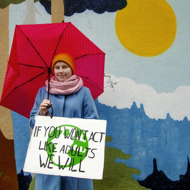 """Ilmastoaktivisti Aino Falenius: """"Aikuisten pitäisi kantaa vastuu ilmastonmuutoksesta"""""""
