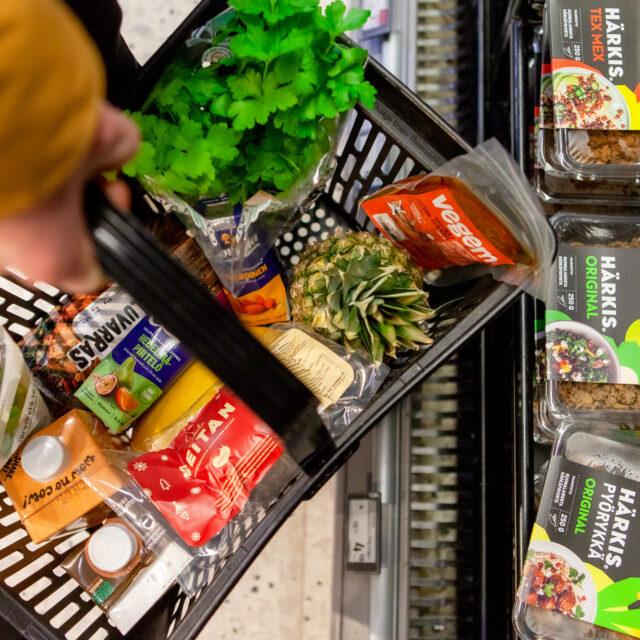 Vegaanisten tuotteiden suosio kasvaa ruokakaupoissa: myynnissä vuosittain jopa 20–30 prosenttia kasvua