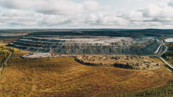 Laaja kuva kaivoksesta.