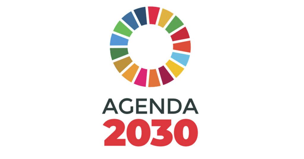 """Logo, jossa teksti """"Agenda 2030"""" ja eri värisistä palikoista muodostuva ympyrä."""