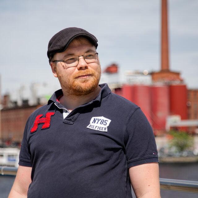 Natsien maalituskampanja rohkaisi Dimitri Ollikaisen aloittamaan tubettamisen omilla kasvoillaan